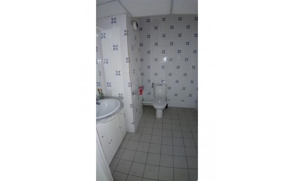 grand wc avec lavabo de 3,6 m2