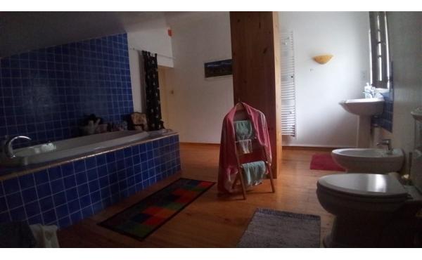 salle de bains avec wc - fenêtre 1er étage
